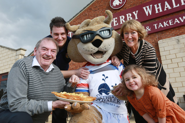 Customers Enjoy Eating With Wildcats' Mascot